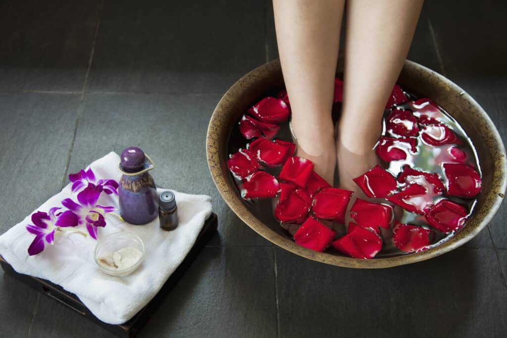 The Best Essential Oils to Eliminate Stinky Foot Odor